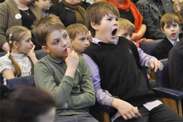 Концерт джаз-мануш в Мурманской областной детско-юношеской библиотеке