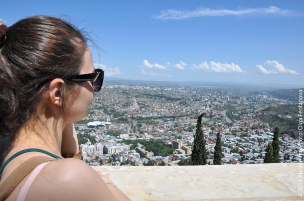 Вид на Тбилиси со смотровой площадки горы Мтацминда