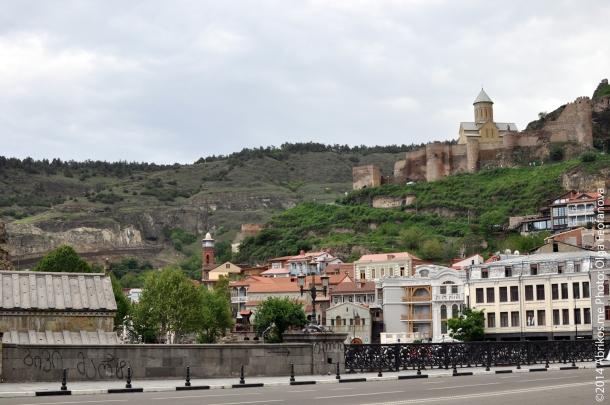 Вид с Метехского моста на крепость Нарикала