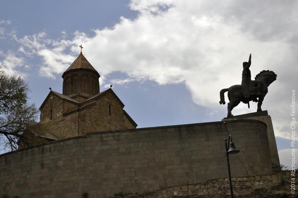 Метехи, Конная статуя царя Вахтанга Горгасала