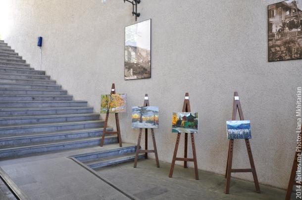 Выставка картин в нижней станции фуникулера, Тбилиси.