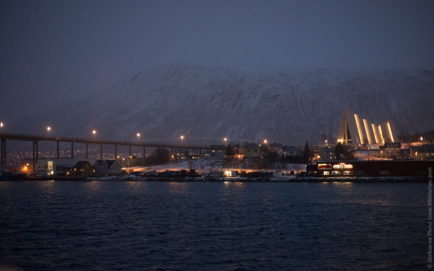 Вид на Тромсейский мост и Арктический собор