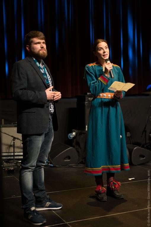 Ведущие концерта, представители мурманского фестиваля «Птица Баренц» и норвежского этнофестиваля «Риду-Риду»