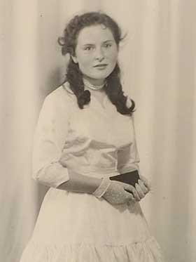 1957 год, на этой фотографии Вассму 15 лет. Это платье она сшила себе сама. Фото с сайта www.dagbladet.no